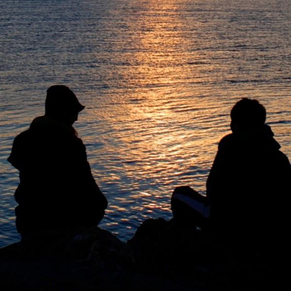 sea-dawn-sunset-couple